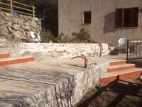 Vue du nouvelle accès / terrasse avec enduit de contre marche pour personne mal voyante