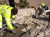 Pose des pierres de baviere sur la nouvelle terrasse