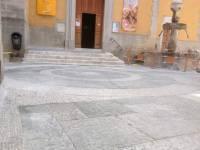 L'accès à l'église transformée